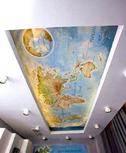ФОТО: fashion-int.ru Карта мира нарисована на потолке рабочего кабинета