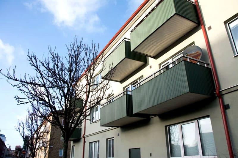 Замена оконных конструкций и ремонт фасада проводятся централизованно