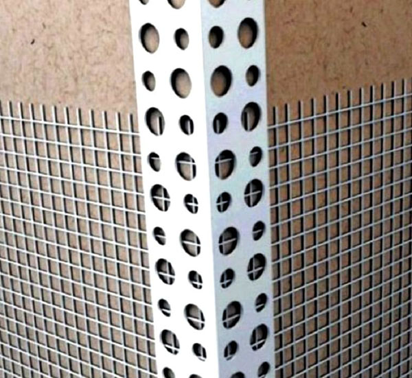 Уголки предохранят стены от механических повреждений