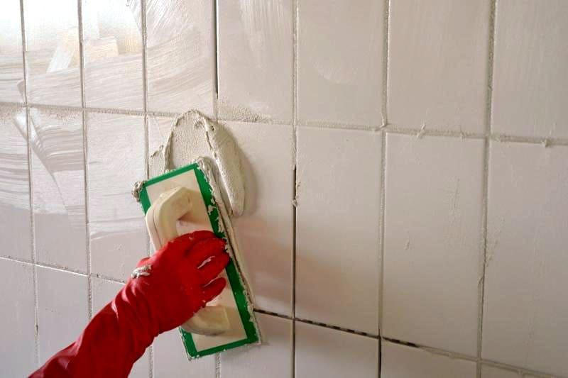 ФОТО: lavorincasa.it Остатки клея можно использовать в качестве затирки для стыков в плитках