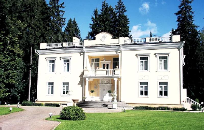 Дворец Валентина Юдашкина в Переделкино