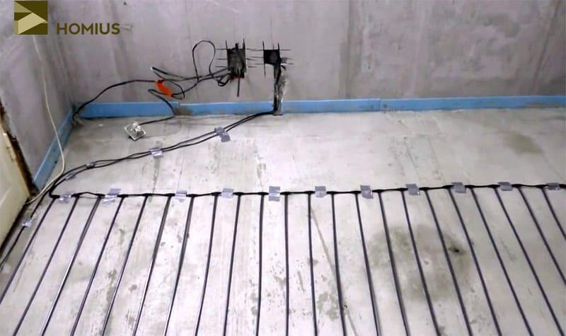 Протягиваем питающий провод до места, где будет расположен терморегулятор