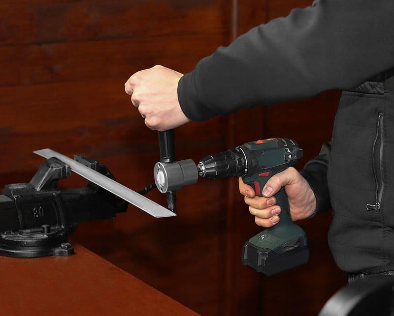 ФОТО: 5.allegroimg.com Необходимость удерживать инструмент двумя руками является минусом, ограничивающим круг работ