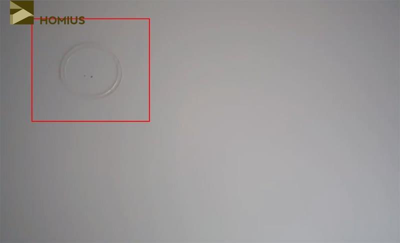 Наклеиваем термокольца так, чтобы они совпадали с закладными