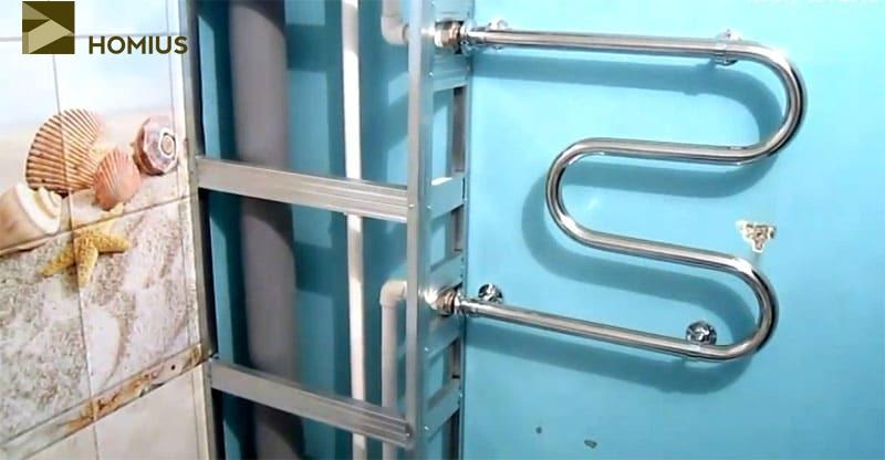 Каркас вокруг канализационной трубы собран, можно приступать к облицовке