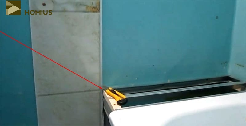 Уровень шва должен совпасть с высотой каркаса и уложенной на него панели