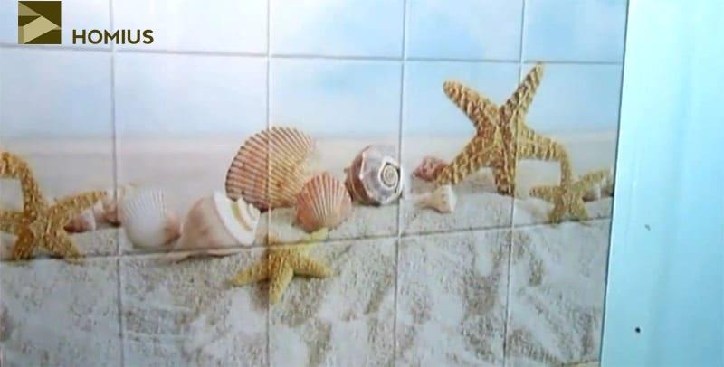 Несколько панелей уже на месте, можно понять, каким будет вид стен в ванной комнате
