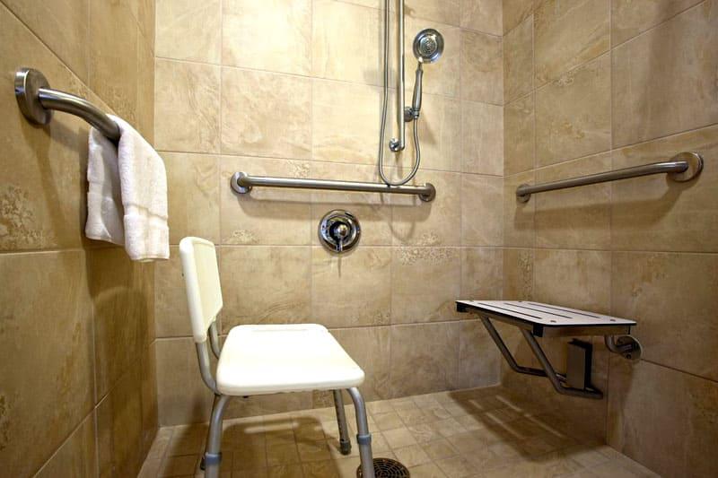 Неограниченные возможности: поручни для инвалидов в ванную и туалет от выбора до монтажа
