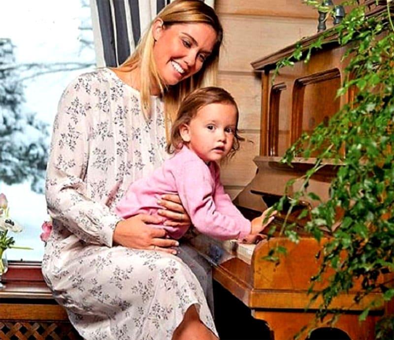 ФОТО: instagram.com/agataagata Агата приучает дочь к классической музыке