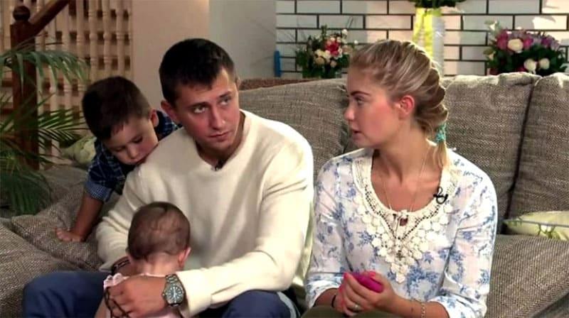 ФОТО: domzamkad.ru Семья любит собираться по вечерам в гостиной на огромном диване