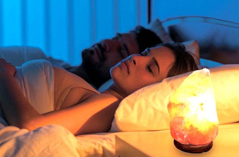 Подобная лампа полезна любому человеку – ведь ночью она улучшает качество сна, что необходимо абсолютно всем в наш технологичный XXI век