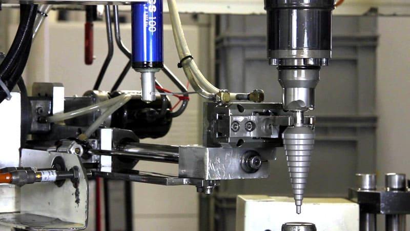 В зависимости от типа хвостовой части ступенчатый инструмент можно помещать в патрон станка