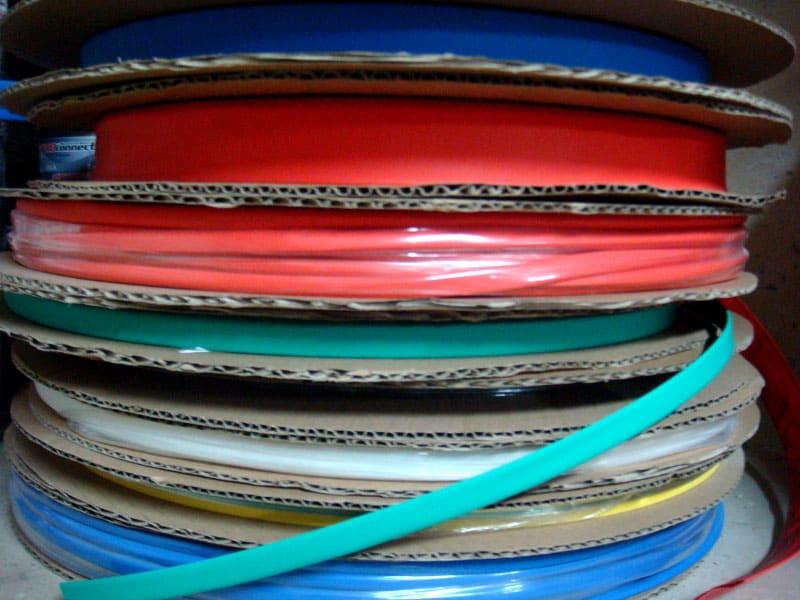 ФОТО: i6.photo.2gis.com В магазин продукт поставляется в бобинах, на которых может быть несколько метров ТУТ