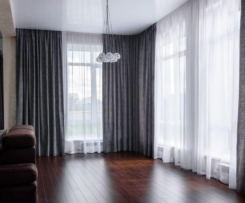 Жаккард делает интерьер богаче, но в маленькой гостиной это будет не так красиво