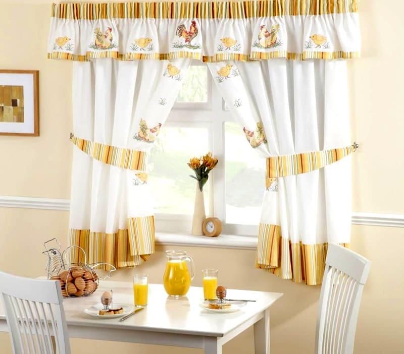 Ситцевые шторы украсят стиль кантри или прованс, легко постираются и столь же легко заменятся при необходимости