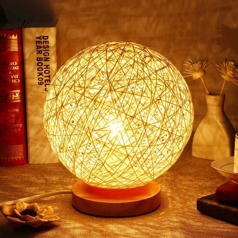 ФОТО: go3.imgsmail.ru Прикроватная лампа создаст неповторимую атмосферу уюта и тепла
