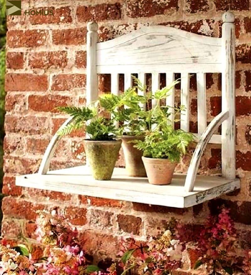 Я закрепила новую стул-полочку на даче, по-моему, это прекрасный вариант и для лоджии