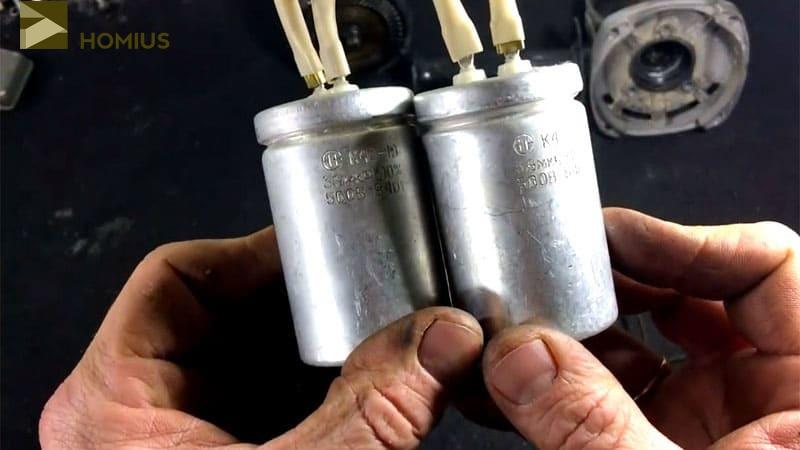 Соединённые параллельно конденсаторы, готовые к подключению