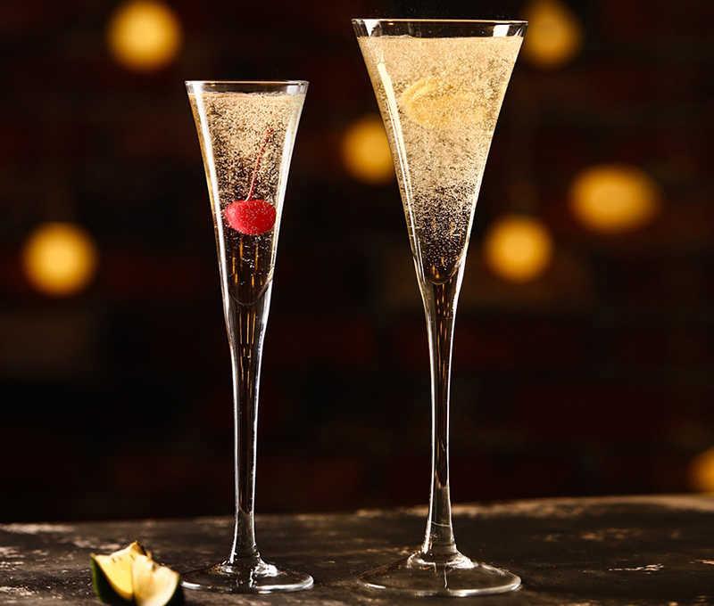 Бокал-флейту рекомендуется охладить перед розливом шампанского