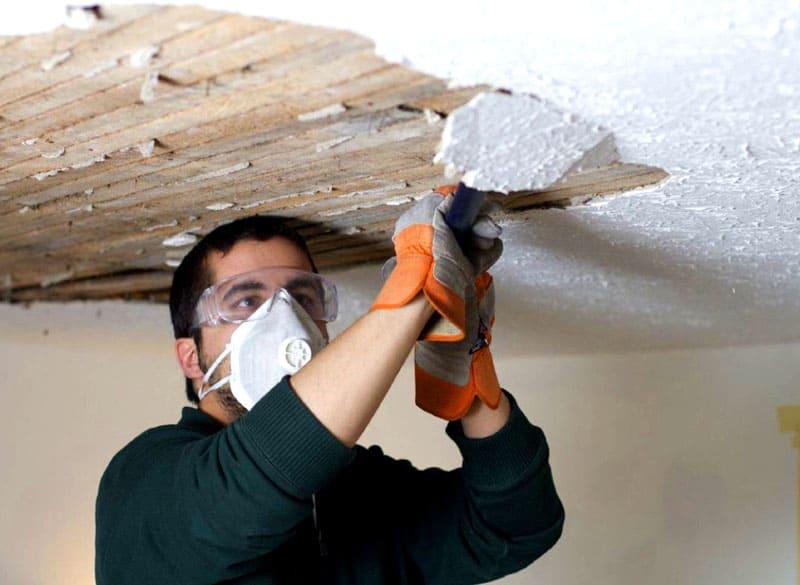 Суд признал управляющую компанию ответственной и постановил произвести ремонт потолков за свой счёт