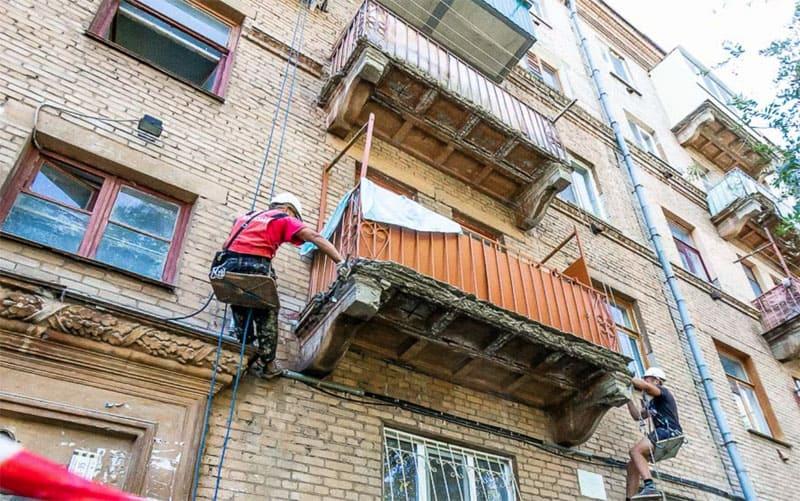 Суды однозначно признают ответственность управляющей компании по ремонту балконов