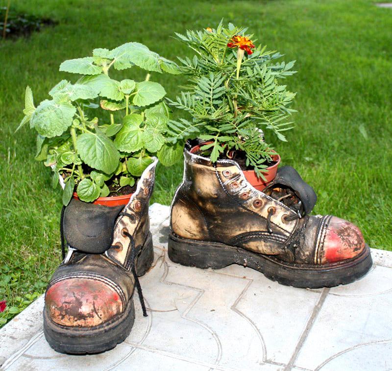 Ботинки можно покрасить для создания необходимого эффекта