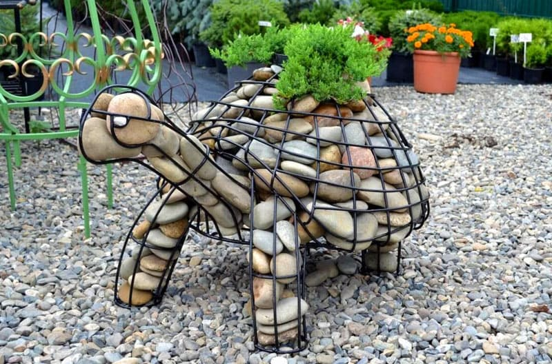 Такие дизайнерские приёмы позволят изменить облик привычной дачи, превратив её в прекрасный сад с мини-скульптурами