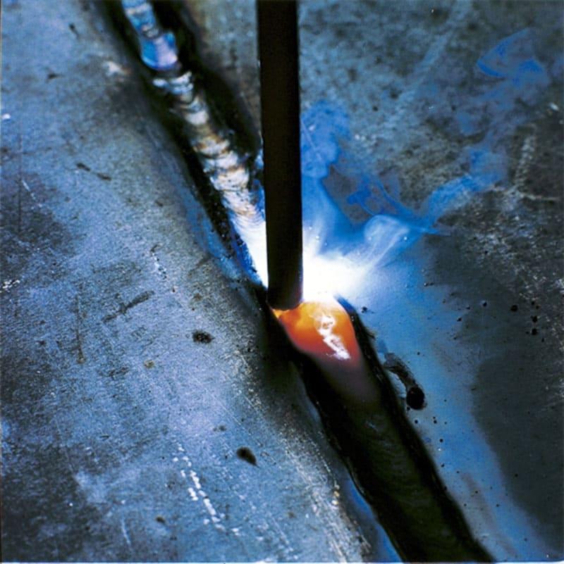 В качестве материала для неплавящегося электрода чаще всего применяют вольфрам либо уголь