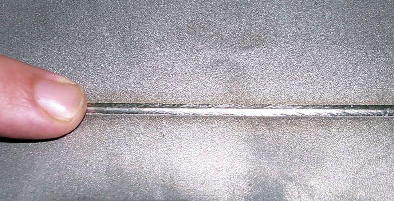 Особенно хорошо рутиловые компоненты помогают при создании тонких декоративных швов