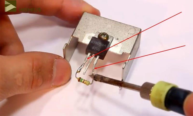 Вот так припаивается резистор на 150 Ом