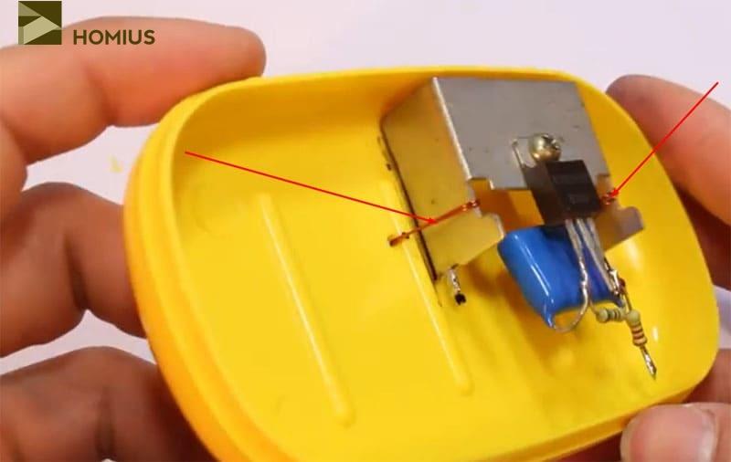 Фиксация радиатора с транзистором в корпусе мыльницы