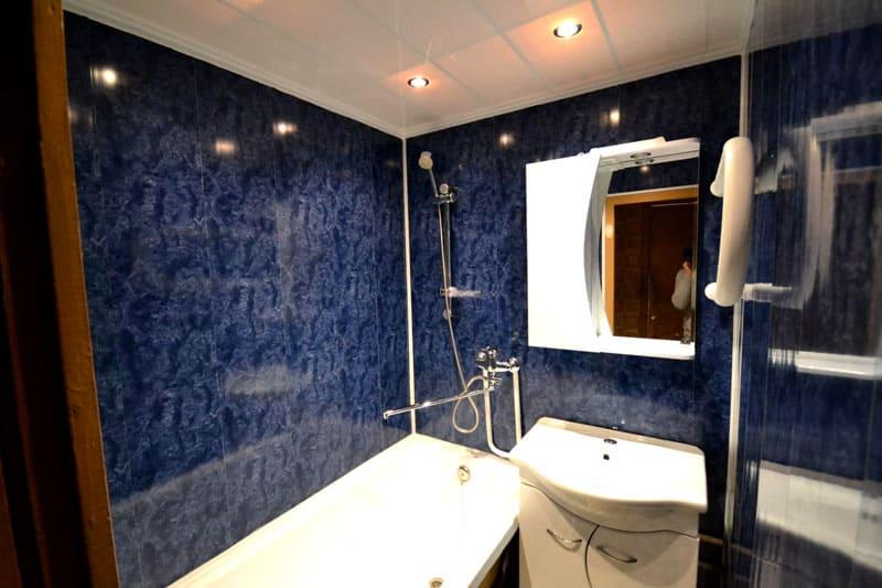 Пластиковые панели, смонтированные в ванной
