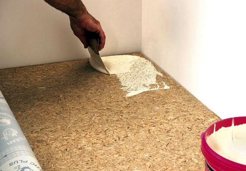 Учтите, что при нанесении клея на пористую поверхность, определённая его часть впитается внутрь, увеличивая общий расход