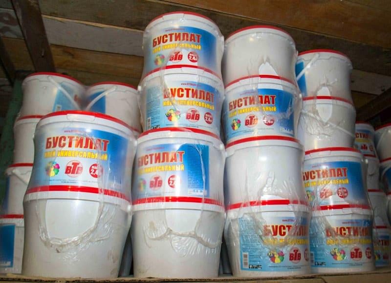 Бустилат также широко применяется при обойных, плиточных и иных отделочных работах