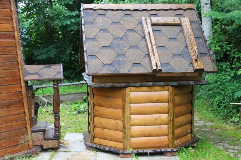 В качестве обшивки может применяться и лакированная древесина