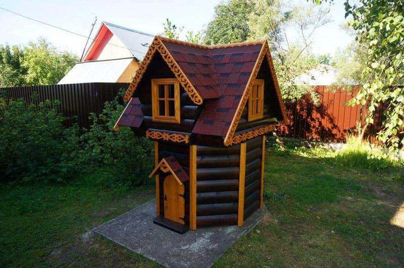 А как на счёт мини-домика на частном участке с полностью откидывающейся удобной крышкой