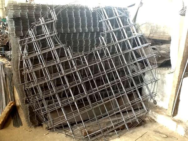 Продаётся специальная армированная сетка с заготовкой отверстия под будущий люк