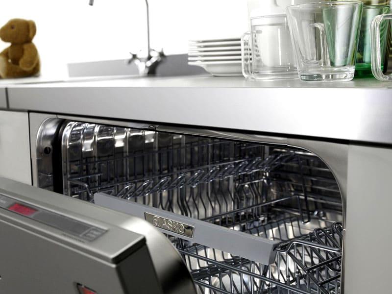 Пробное тестирование правильного подключения посудомойки выполняется без загрузки агрегата