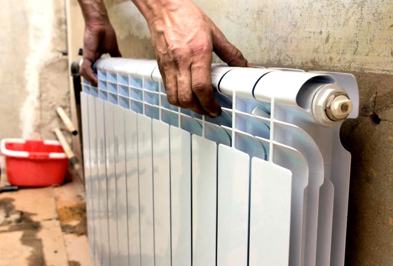 Промытые радиаторы можно установить на место и залить теплоноситель