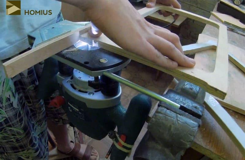 Обработка при помощи фрезера необходима для придания эстетики внешнему виду раскладного стульчика