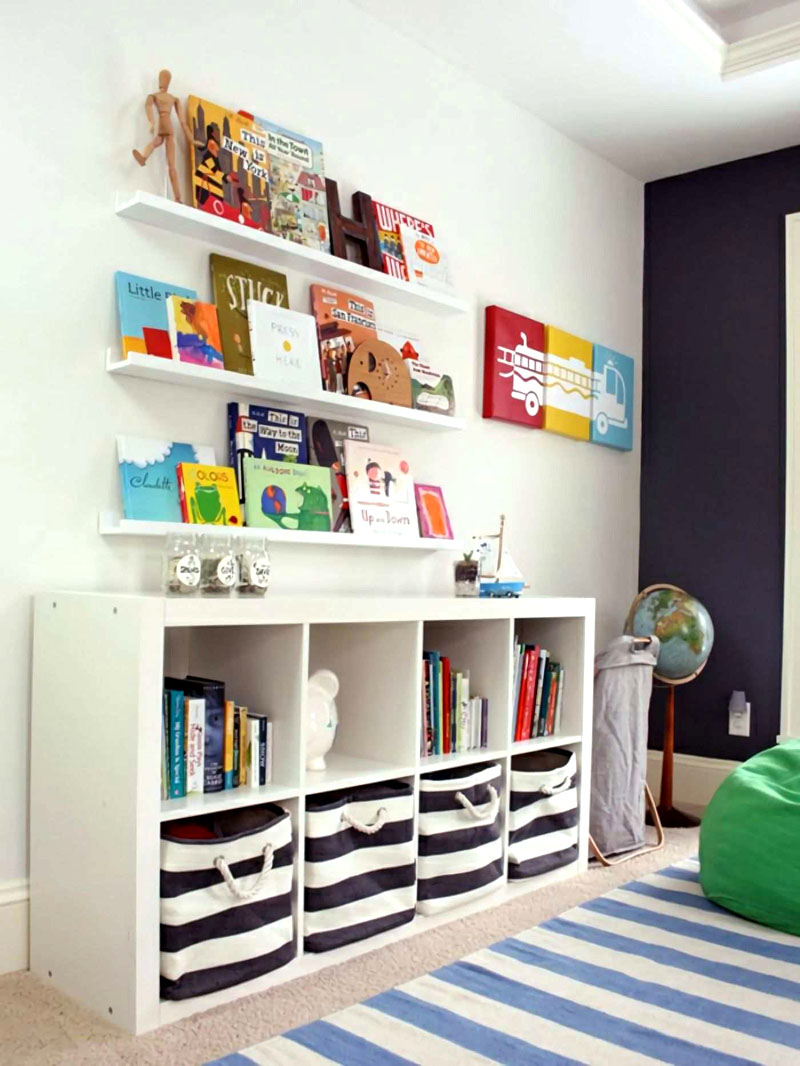 Подростковые стеллажи сочетаются с навесными полками для книг