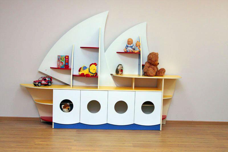 Каждая игрушка на месте: подбираем стеллажи и ящики для детской комнаты