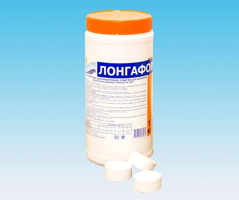 Нужно правильно рассчитать, сколько хлорных таблеток «Лонгафор» можно добавлять в бассейн