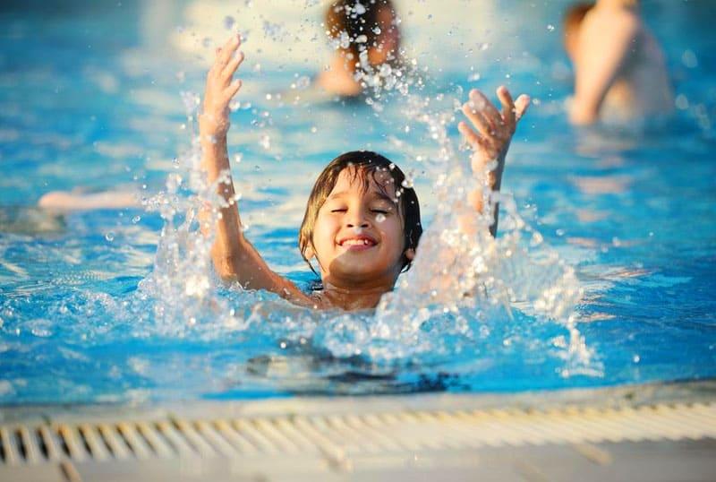 При использовании химии для очистки воды важно соблюдать точную дозировку, чтобы не нанести вред