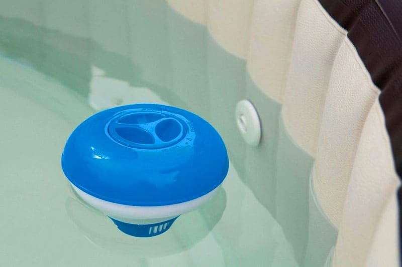 Для таблеток с хлором удобнее использовать дозатор-поплавок