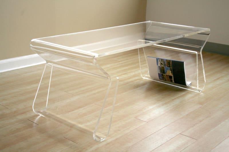 Скромный, неброский, но достаточно функциональный стол подойдёт к любому интерьеру
