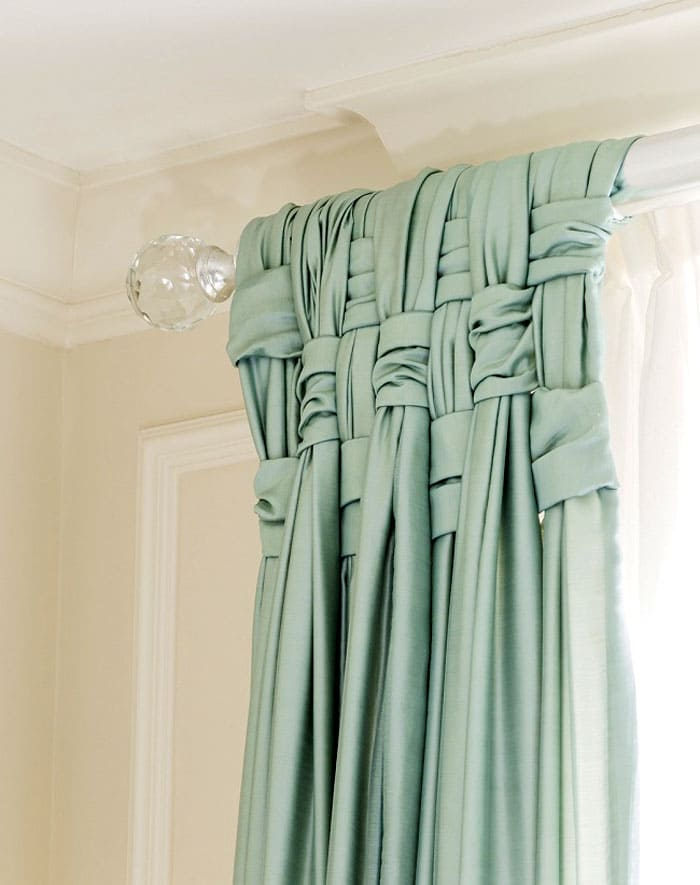 Почему бы не использовать вот такой приём оформления штор. И красиво, и стильно