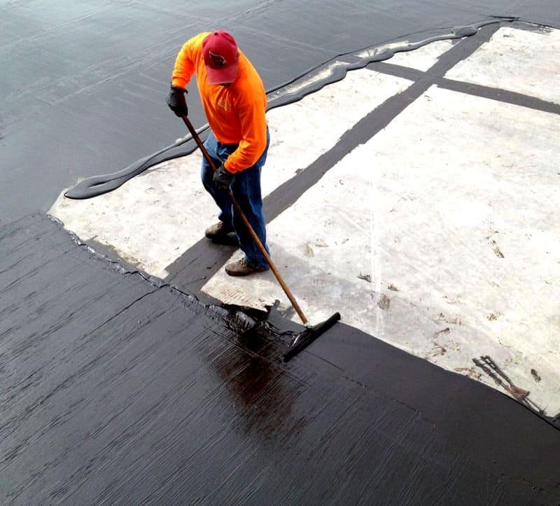Наливной резиной можно покрыть большие площади в короткие сроки