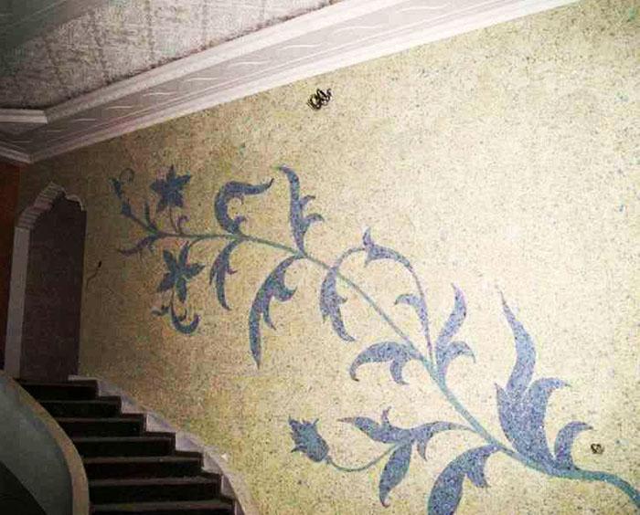 Чтобы квартира выглядела стильно и современно, нужно выбирать яркие, однотонные обои без больших рисунков