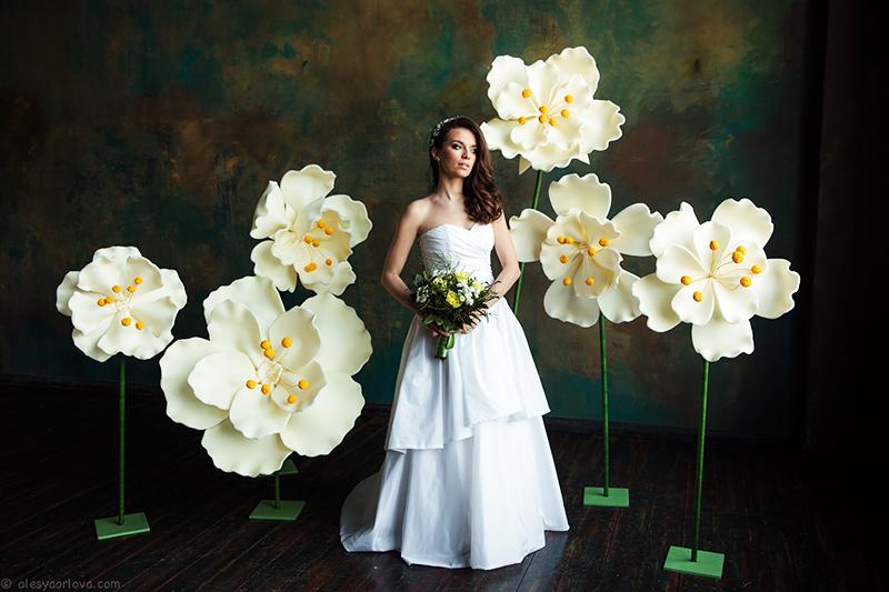 Лучшим считается изолон шириной 1 м, из него получатся ростовые цветы до одного метра в диаметре